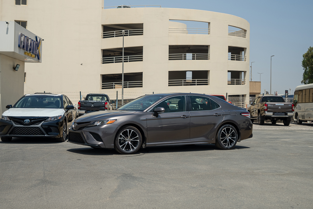 Toyota Camry SE Hybrid 2020 Black Interior